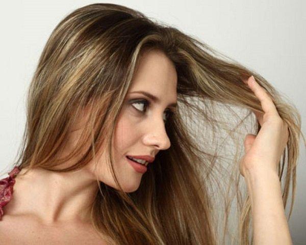 conheca-algumas-situacoes-que-so-quem-tem-cabelo-oleoso-enfrenta-mao