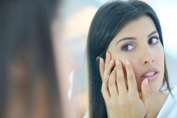 conheca-algumas-situacoes-que-so-quem-tem-cabelo-oleoso-enfrenta-rosto