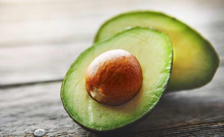melhores-receitas-para-cabelos-quebradicos-abacate