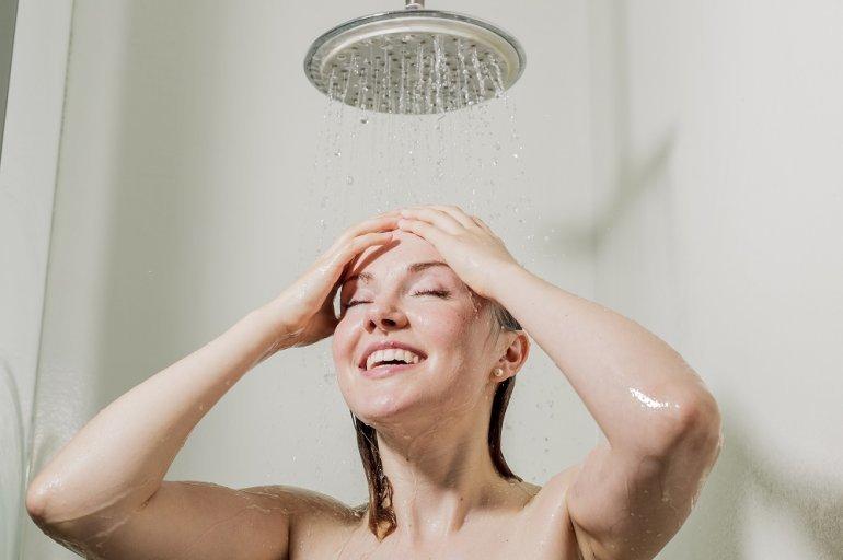 21-dicas-incriveis-para-seu-cabelo-crescer-mais-rapido-varias-ineditas-agua-fria