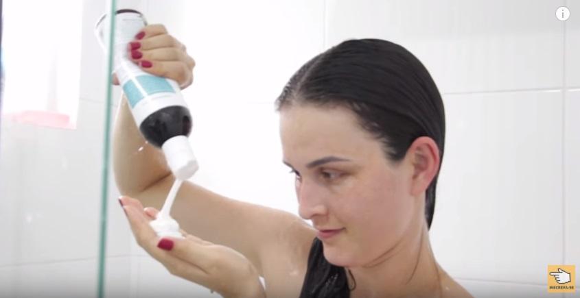 hidratacao-de-tomate-para-os-cabelos-funciona-e-boa-ou-deu-ruim-lavagem
