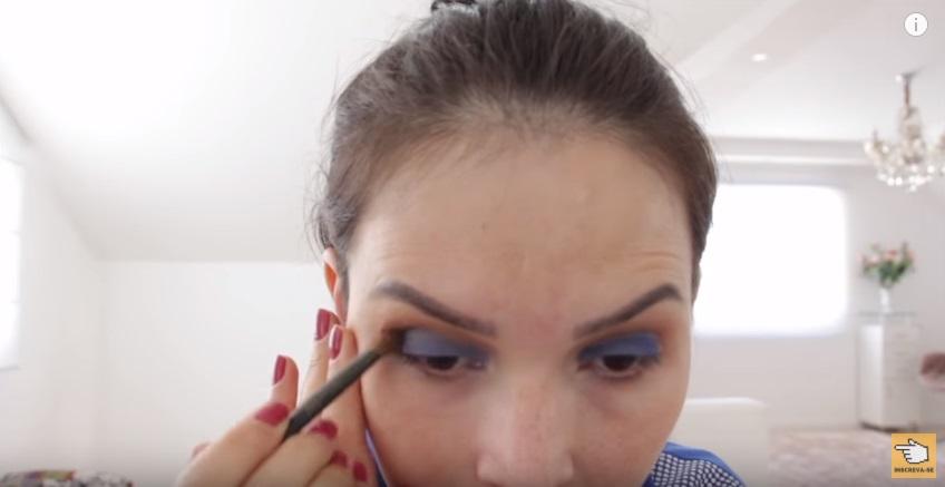 maquiagem-para-a-copa-do-mundo-sera-que-deu-certo-sombra-azul-aplicacao-batidinhas-esfumar