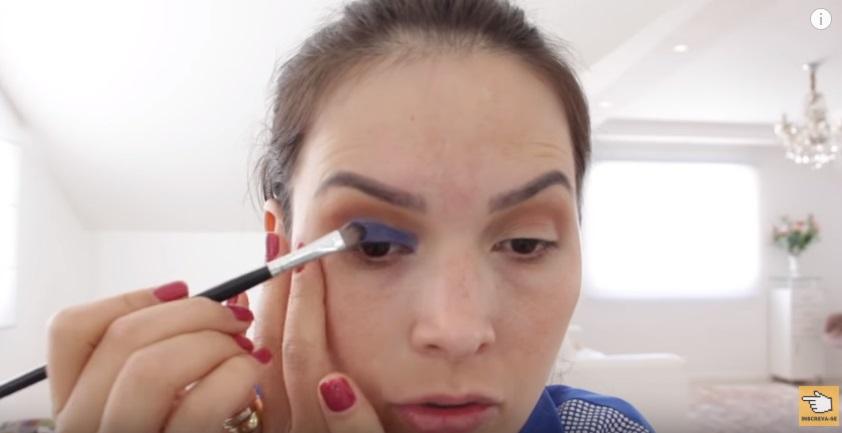 maquiagem-para-a-copa-do-mundo-sera-que-deu-certo-sombra-azul-aplicacao-batidinhas