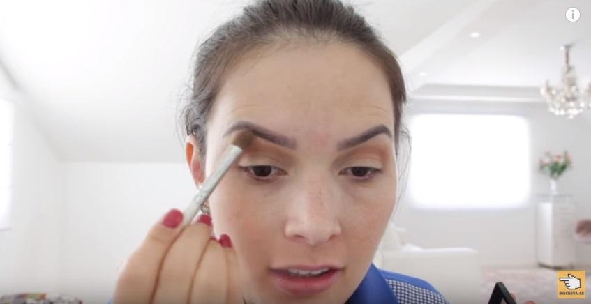 maquiagem-para-a-copa-do-mundo-sera-que-deu-certo-sombra-beje-aplicacao