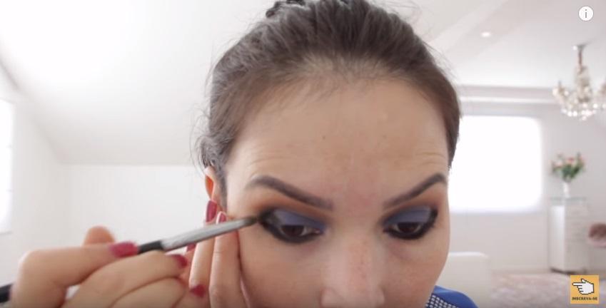 maquiagem-para-a-copa-do-mundo-sera-que-deu-certo-sombra-preta-pincel-lapis