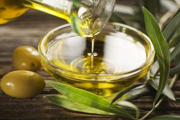 umectacao-capilar-o-que-e-verdade-e-o-que-e-mito-oliva