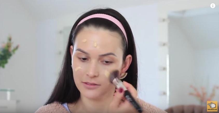 maquiagem-para-iniciantes-a-make-que-eu-mais-uso-na-vida-base-aplicacao