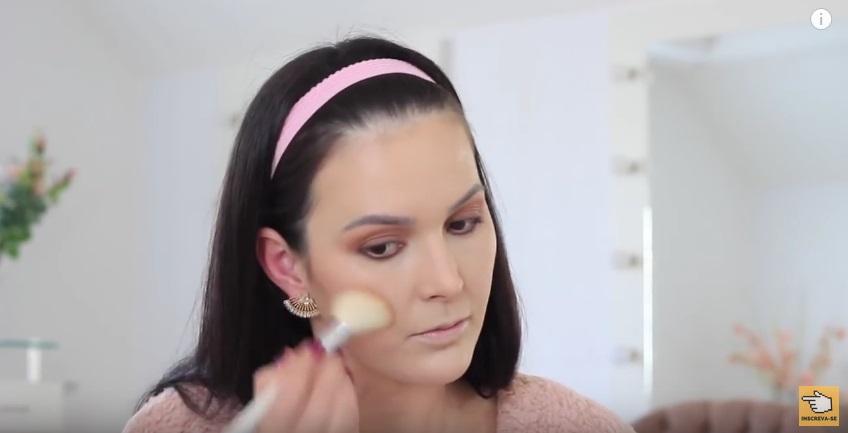 maquiagem-para-iniciantes-a-make-que-eu-mais-uso-na-vida-blush-aplicacao