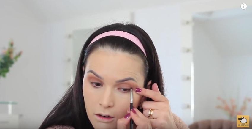 maquiagem-para-iniciantes-a-make-que-eu-mais-uso-na-vida-po-sombra-pincel-esfume