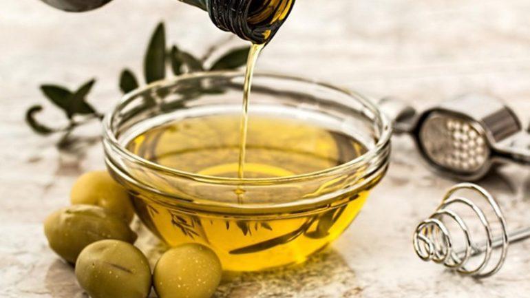 melhores-tratamentos-caseiros-para-cabelos-com-queda-azeite