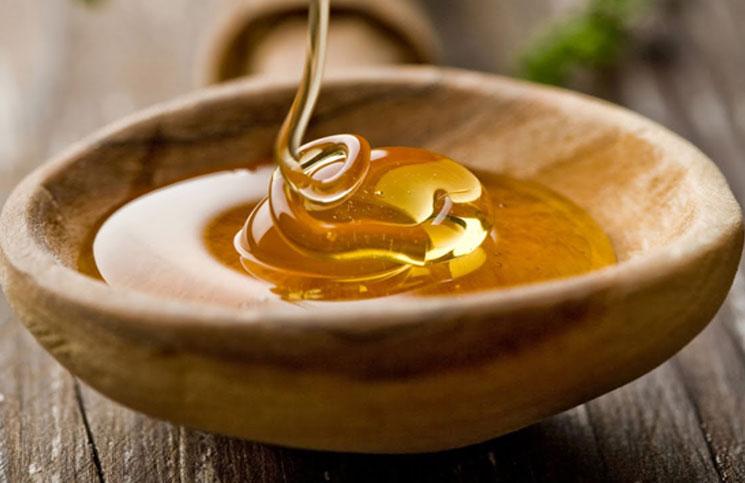 melhores-tratamentos-caseiros-para-cabelos-com-queda-mel