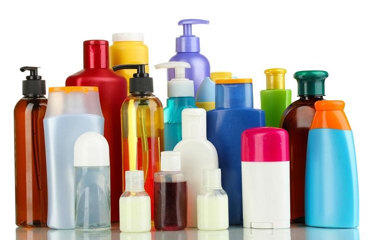 9-habitos-comuns-que-danificam-seus-cabelos-todo-os-dias-produtos