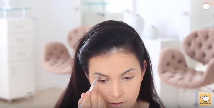 maquiagem-para-iniciantes-2-como-fazer-make-para-noite-festa-contorno-sobrancelha