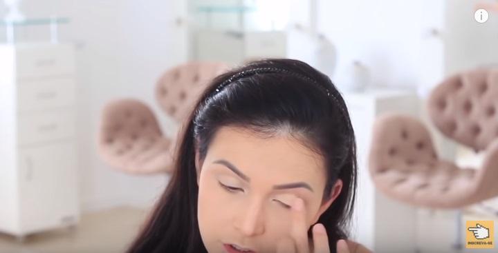 maquiagem-para-iniciantes-2-como-fazer-make-para-noite-festa-contorno-sombra-fixador