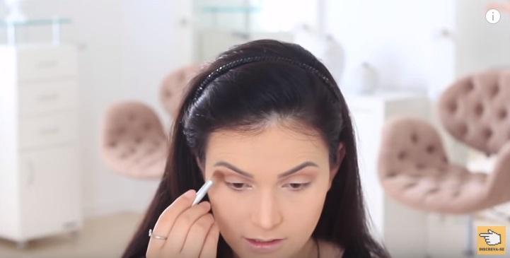 maquiagem-para-iniciantes-2-como-fazer-make-para-noite-festa-contorno-sombra-olhos