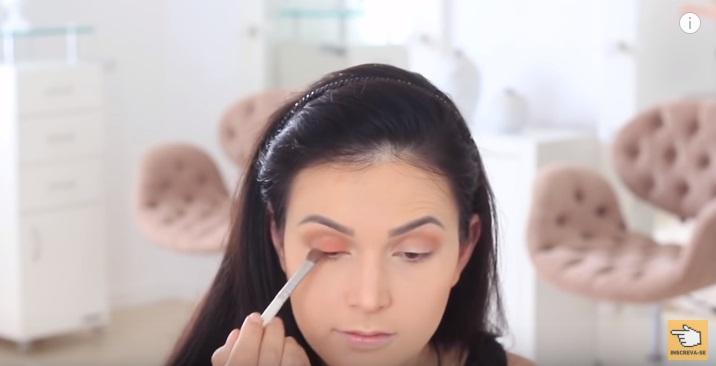 maquiagem-para-iniciantes-2-como-fazer-make-para-noite-festa-contorno-sombra-palpebra