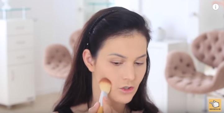 maquiagem-para-iniciantes-2-como-fazer-make-para-noite-festa-contorno