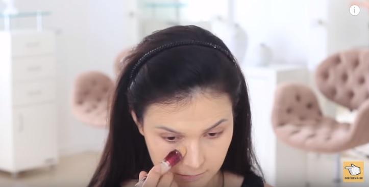 maquiagem-para-iniciantes-2-como-fazer-make-para-noite-festa-corretivo-iluminar
