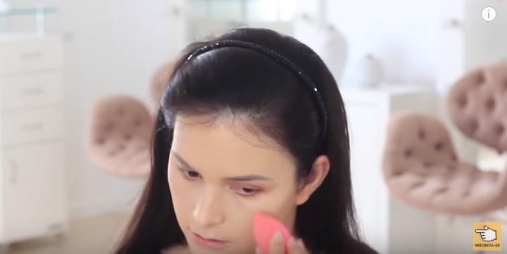 maquiagem-para-iniciantes-2-como-fazer-make-para-noite-festa-esponja