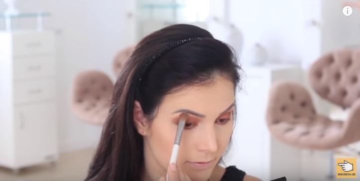 maquiagem-para-iniciantes-2-como-fazer-make-para-noite-festa-sombra-iluminadora
