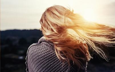 Como clarear o cabelo rápido e naturalmente? (em um dia)