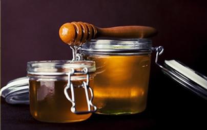 Como clarear o cabelo com mel?