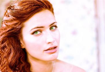 Qual o procedimento para retirar a coloração vermelha do cabelo?