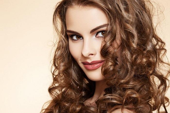 cabelos-ondulados-como-cuidar-tratar-e-finalizar-hidratacao
