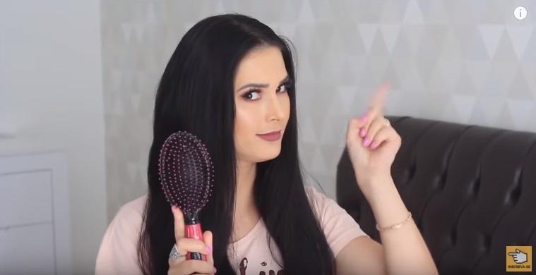10-cuidados-ignorados-pelas-mulheres-que-podem-deixar-seu-cabelo-longo-e-bonito-escova