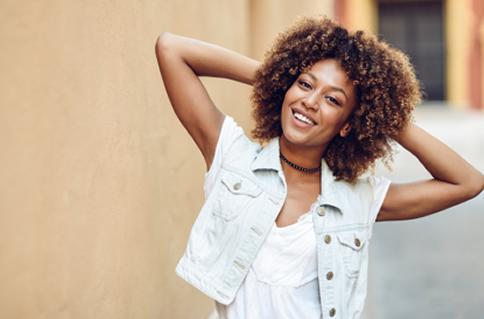 Hidratação boa e barata para cabelos crespos