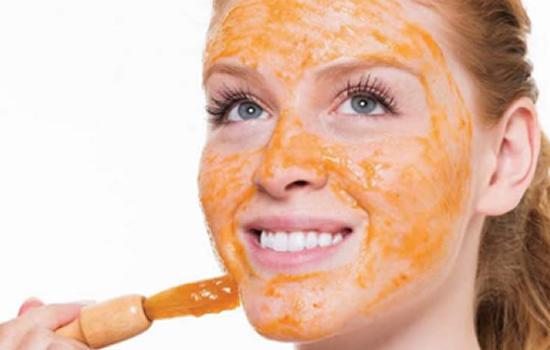 Hidratação caseira para o rosto à base de cenoura e mamão