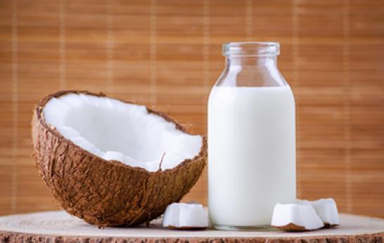Como fazer Hidratação com leite de coco para cabelos cacheados