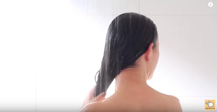 como-nao-deixar-o-cabelo-ressecado-banho