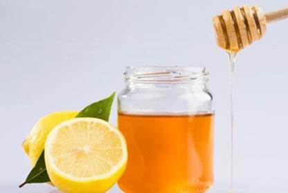 Hidratação para cabelos oleosos com mel e limão
