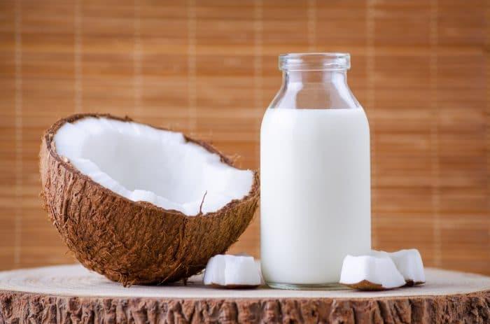 como-deixar-o-cabelo-com-efeito-de-progressiva-leite-de-coco