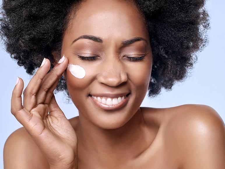 erros-fatais-que-envelhecem-o-seu-rosto-mais-rapido-e-causam-rugas-protetor-solar
