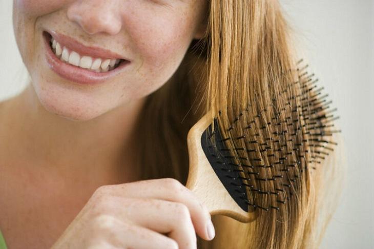 cabelo-opaco-dicas-para-eliminar-a-opacidade-capilar-escova