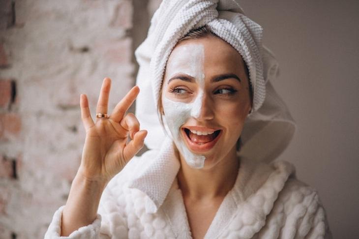 pele-bonita-logo-de-manha-passo-a-passo-e-como-cuidar-mascara