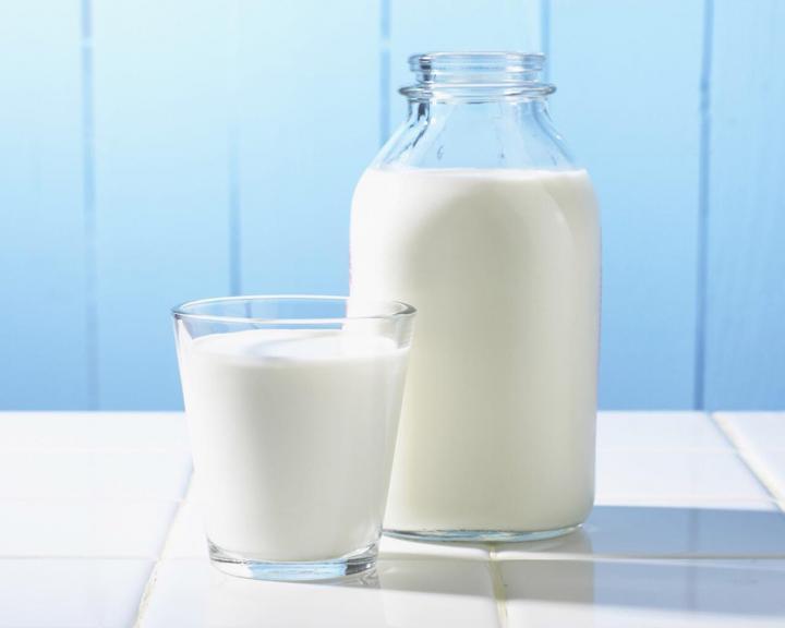 como-fazer-um-realinhamento-capilar-caseiro-leite