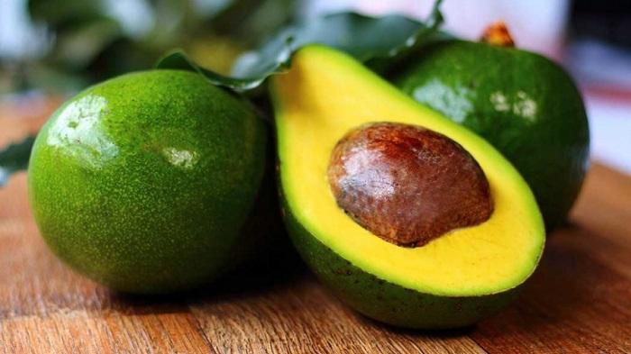 melhor-receita-caseira-para-cabelos-crespos-ressecados-abacate