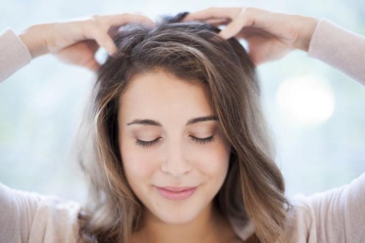 tonico-de-alecrim-para-o-cabelo-crescer-massagem
