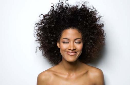 Como deixar o cabelo mais cacheado?